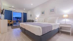 Premium bedding, in-room safe, free WiFi, linens