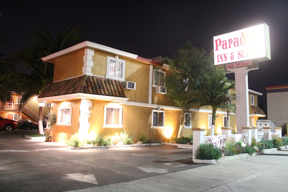 Front of Property - Evening/Night, Paradise Inn & Suites