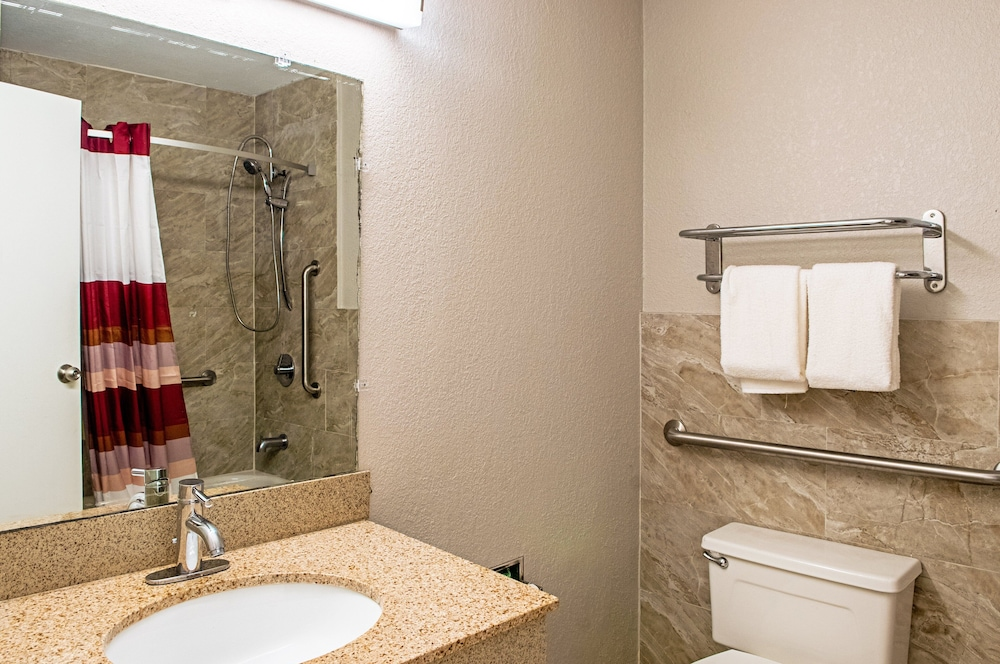 Bathroom, Red Roof Inn Slidell
