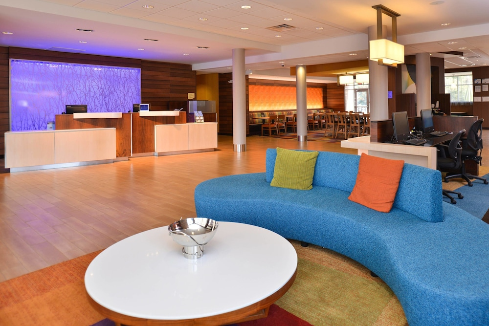 Lobby, Fairfield Inn & Suites Calhoun