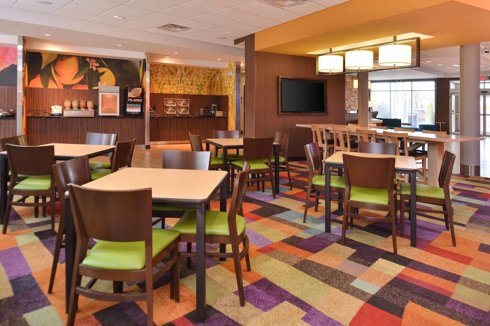 Restaurant, Fairfield Inn & Suites Calhoun