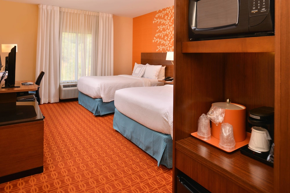 Room, Fairfield Inn & Suites Calhoun