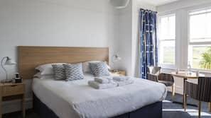 Hypo-allergenic bedding, desk, iron/ironing board, free WiFi