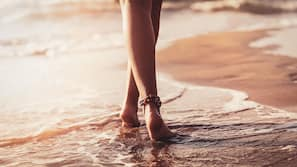 Am Strand, schwarzer Sandstrand, Cabañas (kostenlos), Liegestühle