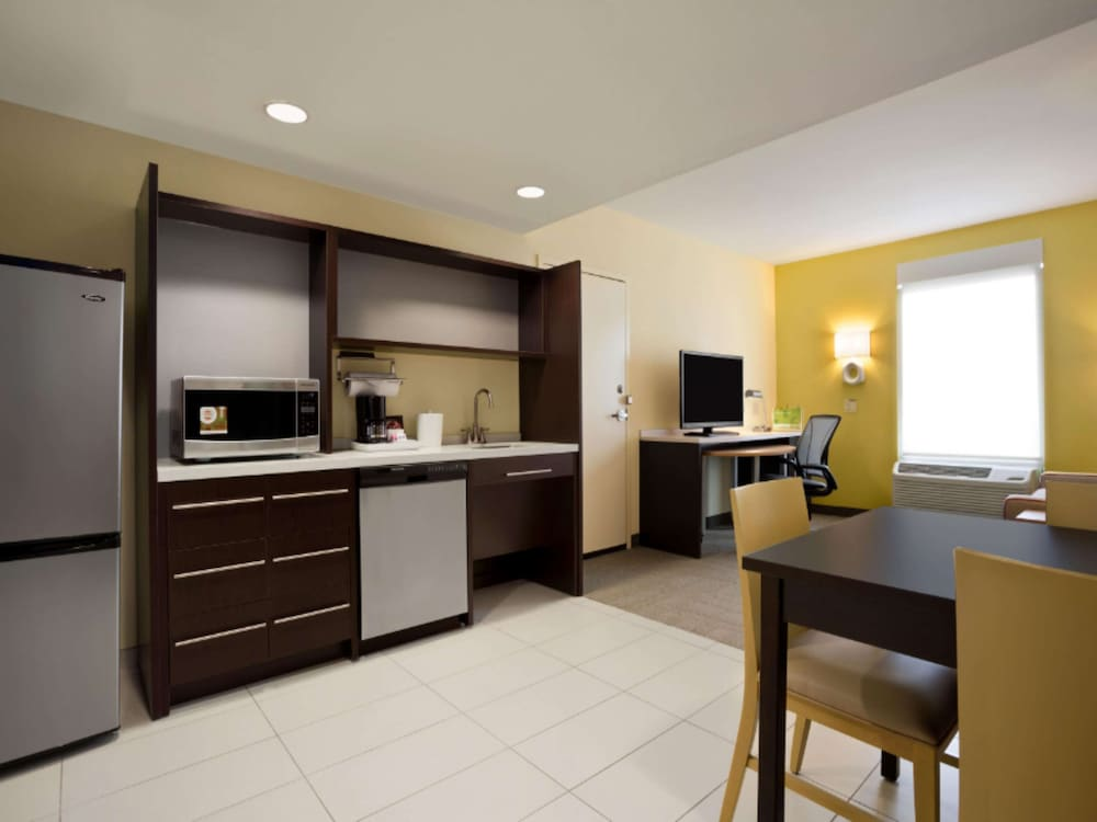 Room, Home2 Suites by Hilton Greensboro Airport, NC