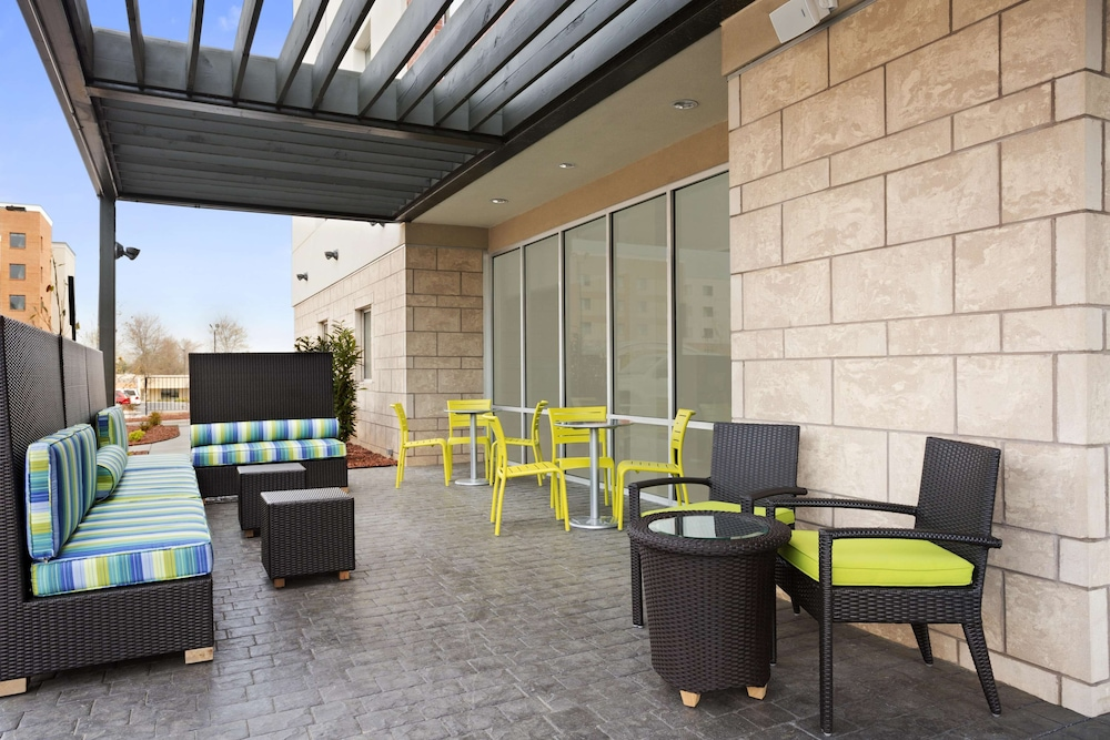 Terrace/Patio, Home2 Suites by Hilton Greensboro Airport, NC