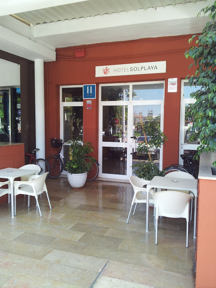 Hotel sol playa reviews photos rates for Hotel familiar valencia playa