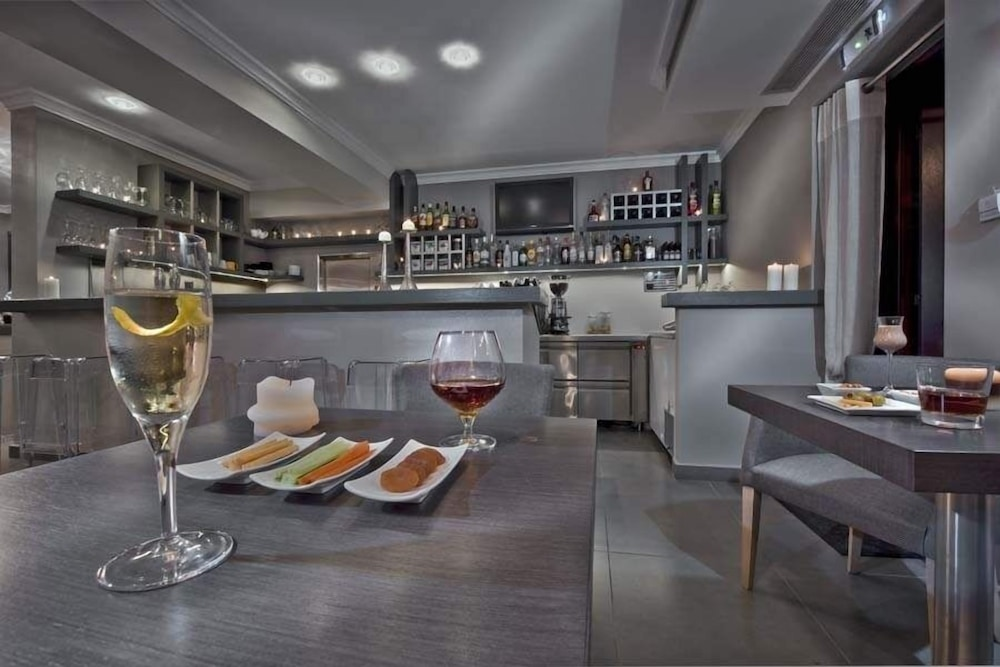 Bar, Karavia Lux Inn