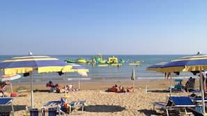 Spiaggia privata nelle vicinanze, lettini da mare, ombrelloni, pallavolo