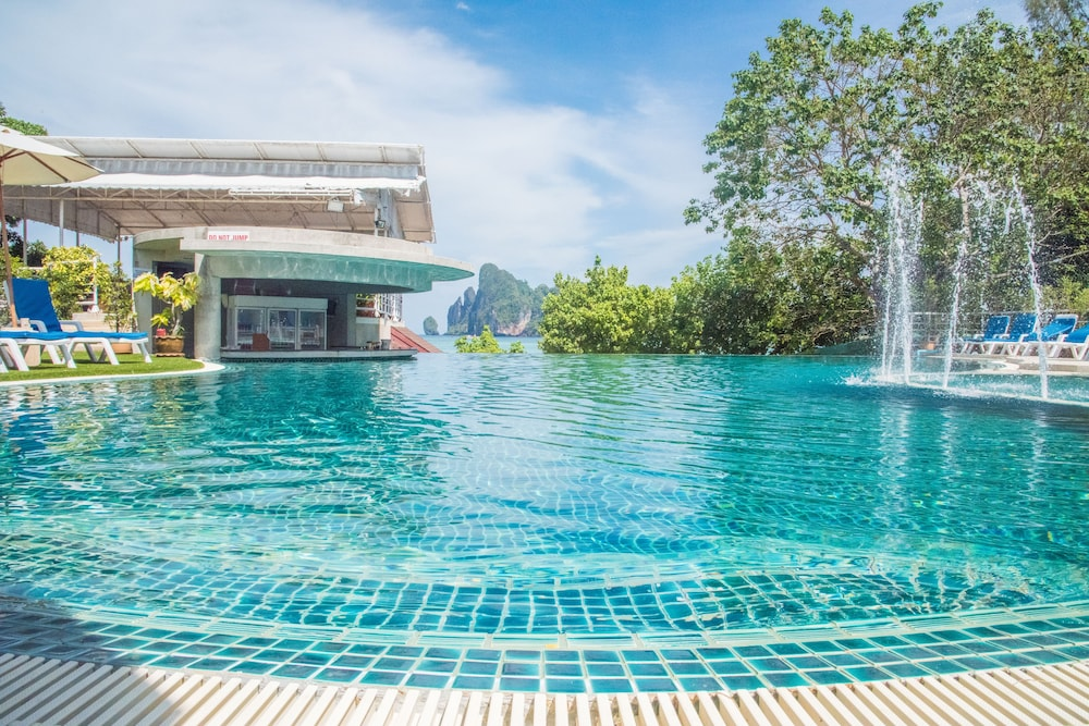 Outdoor Pool, PP Princess Resort