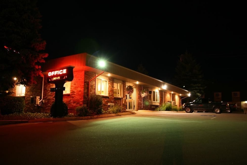 Front of Property, Bangor Inn & Suites