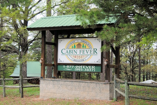 Great Place to stay Cabin Fever Resort near Eureka Springs