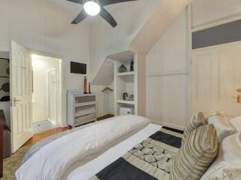 1 Thornbury Street, Spring Hill, Queensland 4000, Australia.