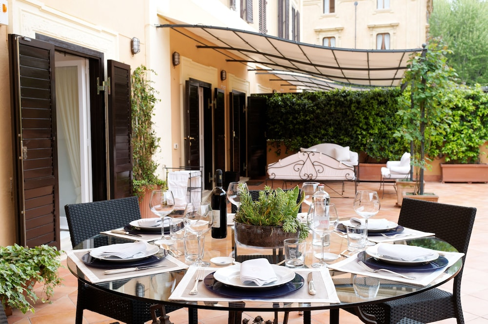 Outdoor Dining, Villa Spalletti Trivelli