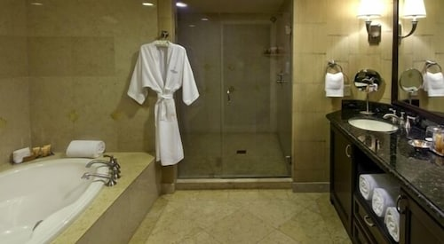 Bathroom, Private Residences at the Atlantic Resort and Spa
