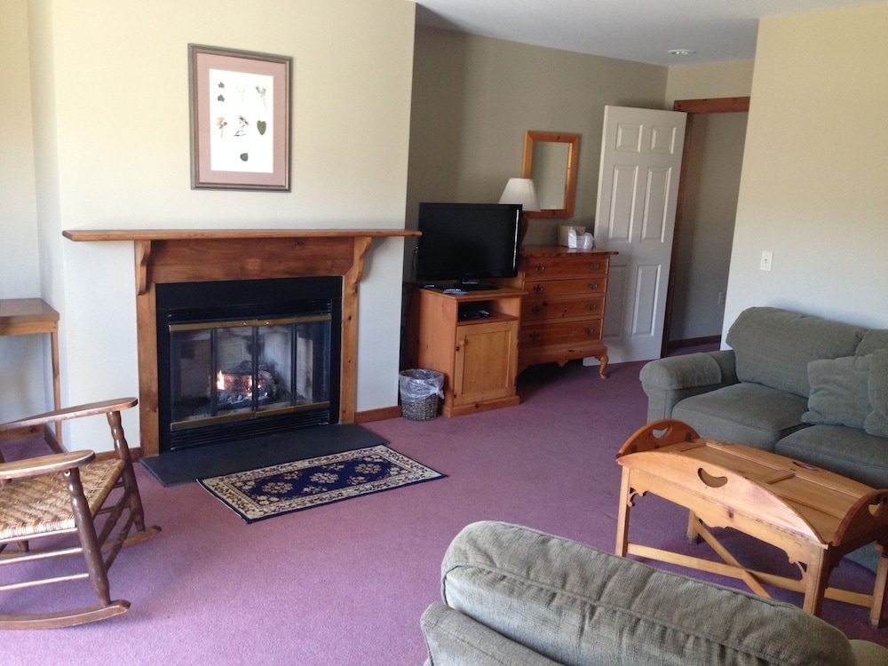 Living Room, The INN at Willow Pond