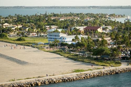 Beachfront Inn (USA 7853902 3.4) photo