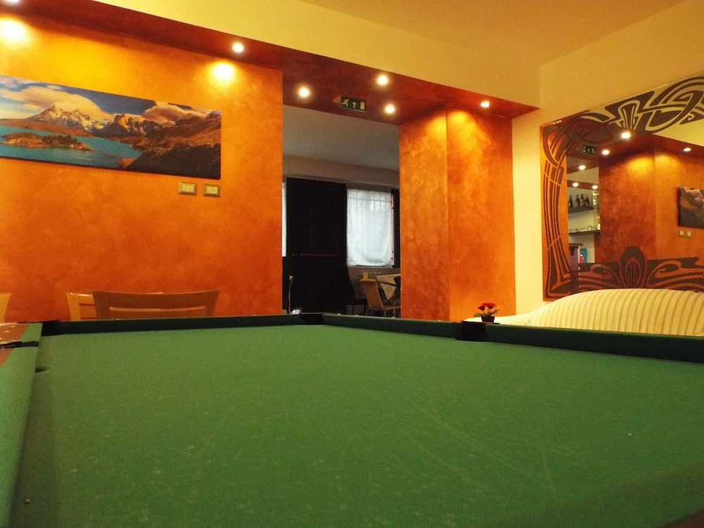 Billiards, Milano Hostel
