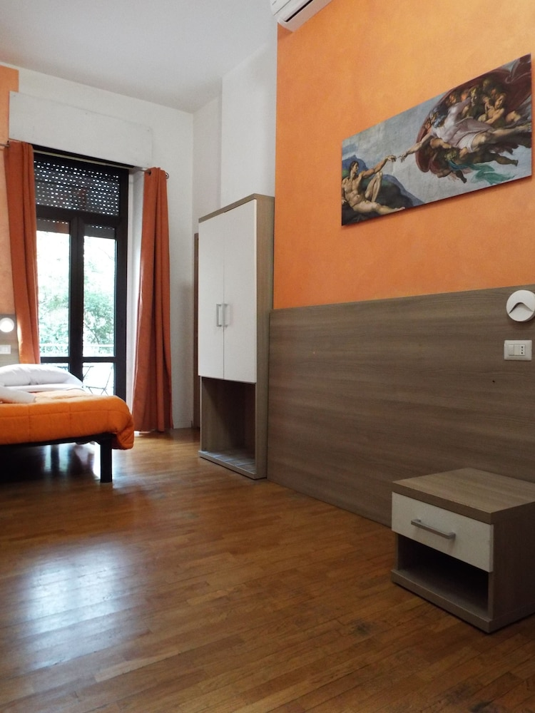 Room, Milano Hostel
