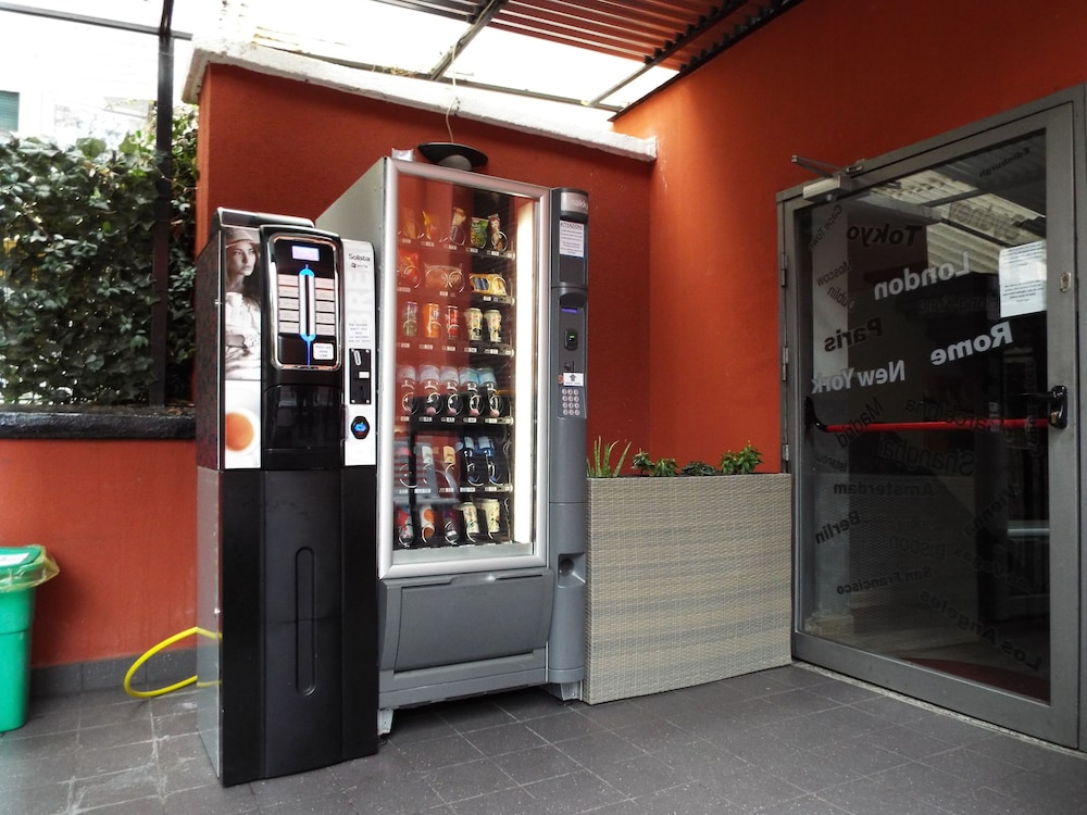 Vending Machine, Milano Hostel