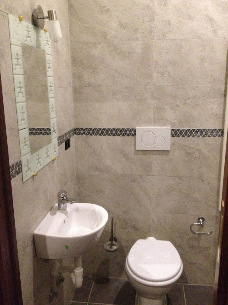 Bathroom, Milano Hostel