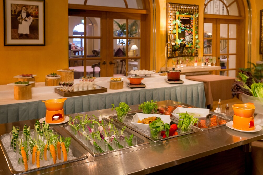 Buffet, Poppy Springs Resort & Spa