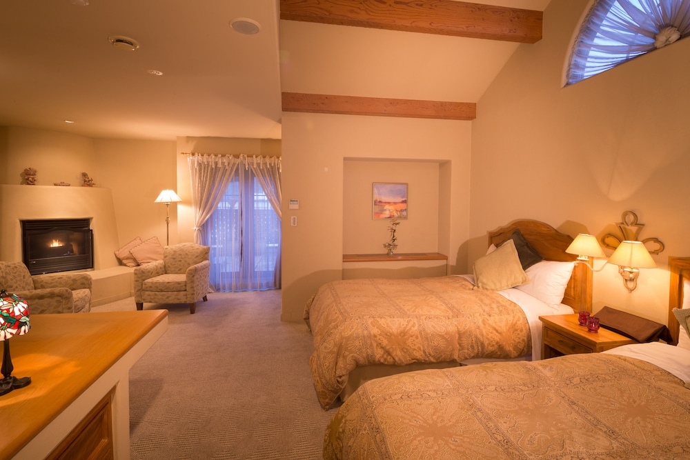 Room, Poppy Springs Resort & Spa