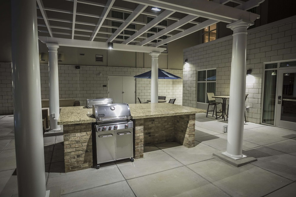 BBQ/Picnic Area, Homewood Suites by Hilton Charlotte Ballantyne, NC