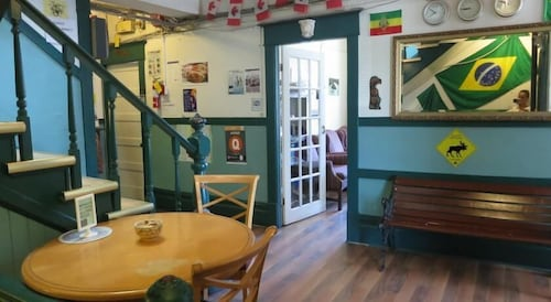 C&N Backpackers Hostel - Vancouver
