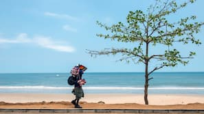 Beach nearby, white sand, beach bar