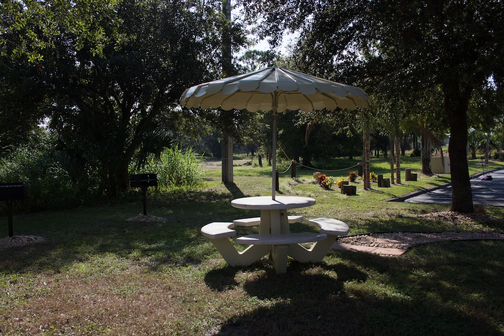 BBQ/Picnic Area, At Home Inn