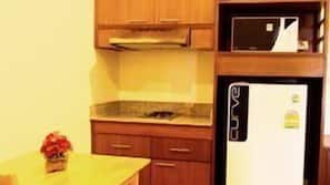 Fridge, microwave, coffee/tea maker