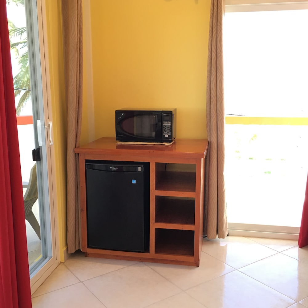 Microwave, La Isla Resort