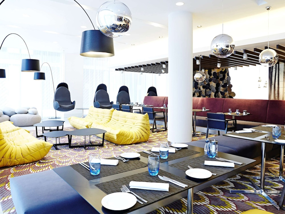 Breakfast Area, Novotel London Brentford