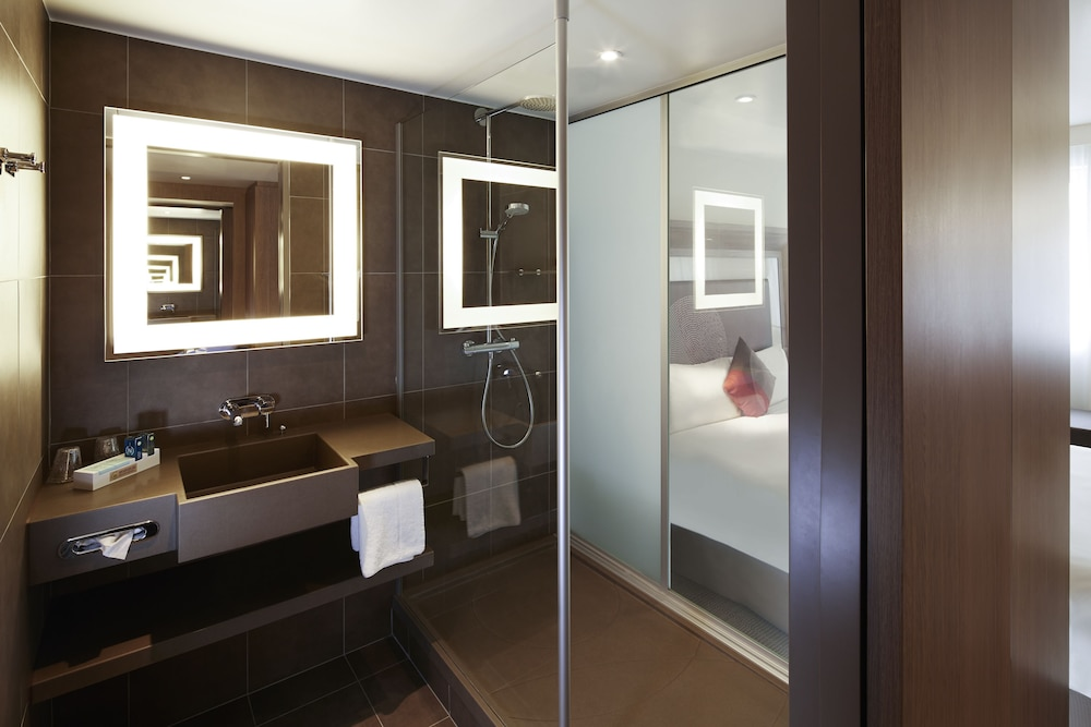 Bathroom, Novotel London Brentford