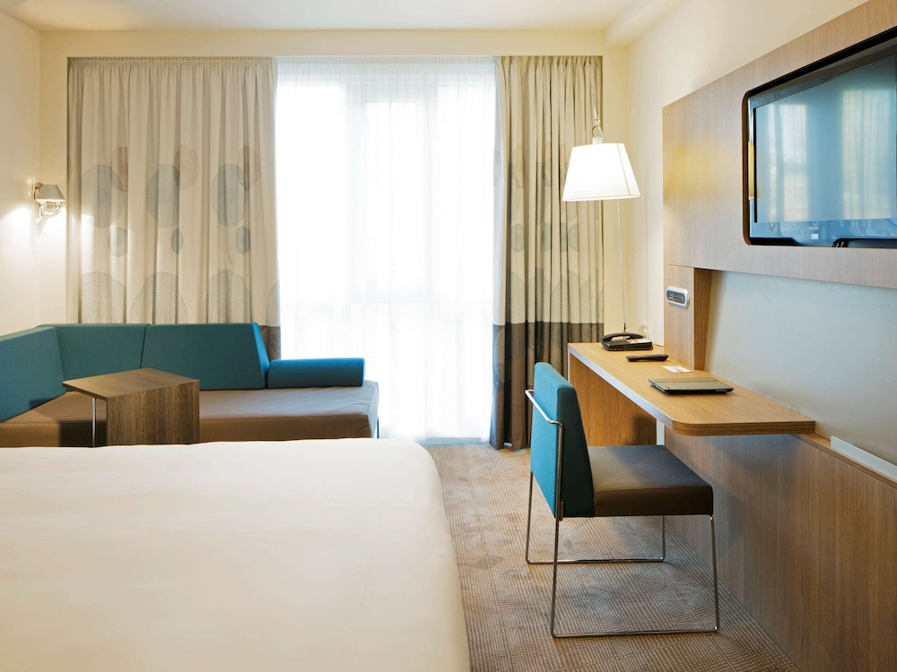 Room, Novotel London Brentford