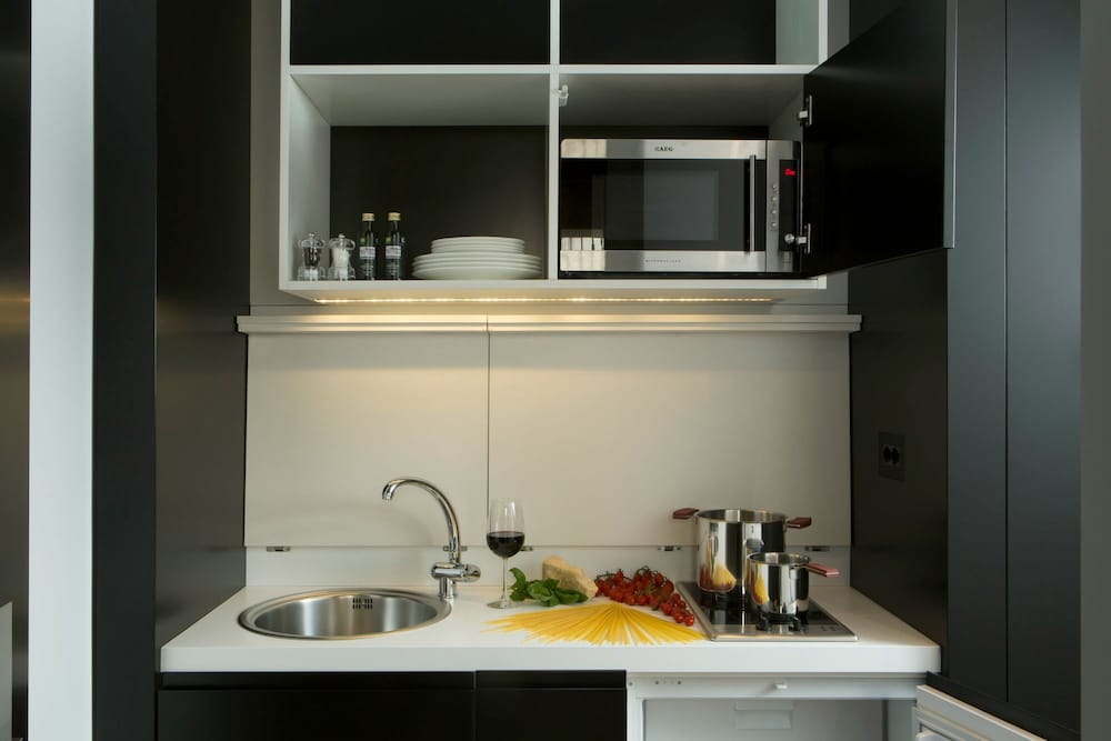 Private Kitchenette, Corso 281 Luxury Suites - Preferred Hotels & Resorts
