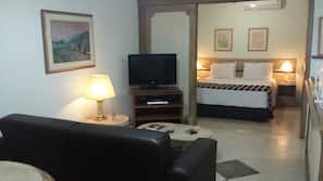 1 間臥室、迷你吧、保險箱 (可放手提電腦)、窗簾