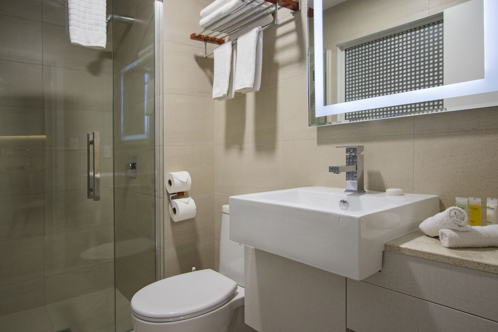 Bathroom, VR Queen Street - Hotel & Suites