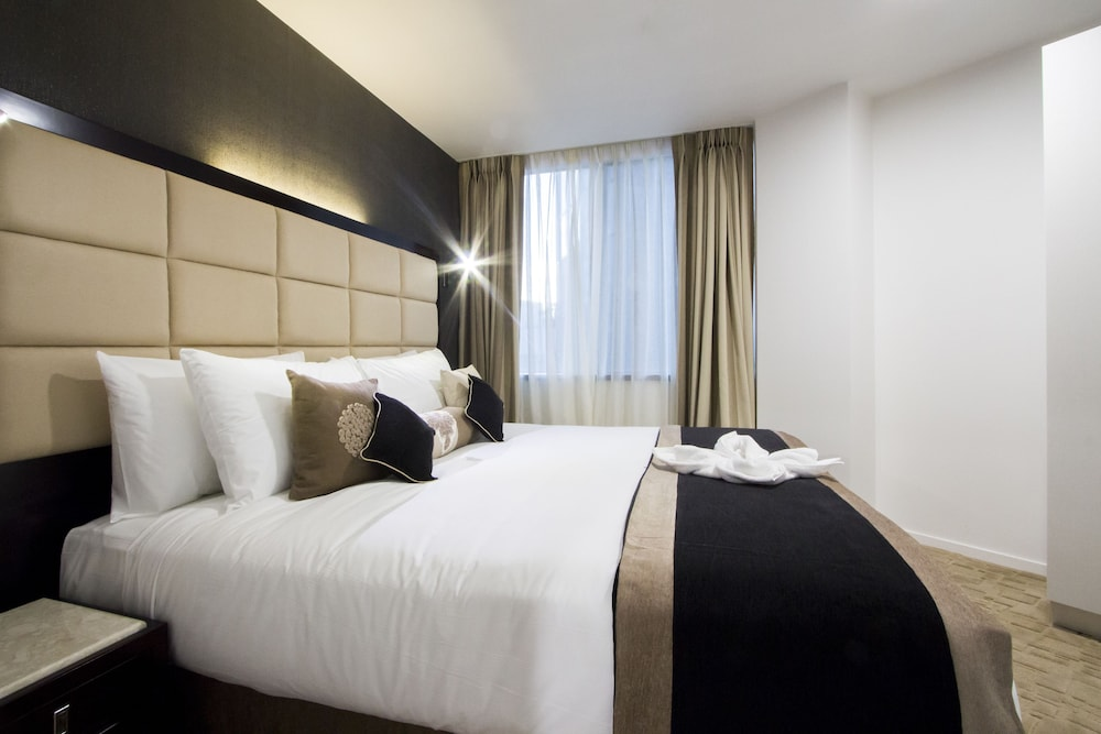 Room, VR Queen Street - Hotel & Suites