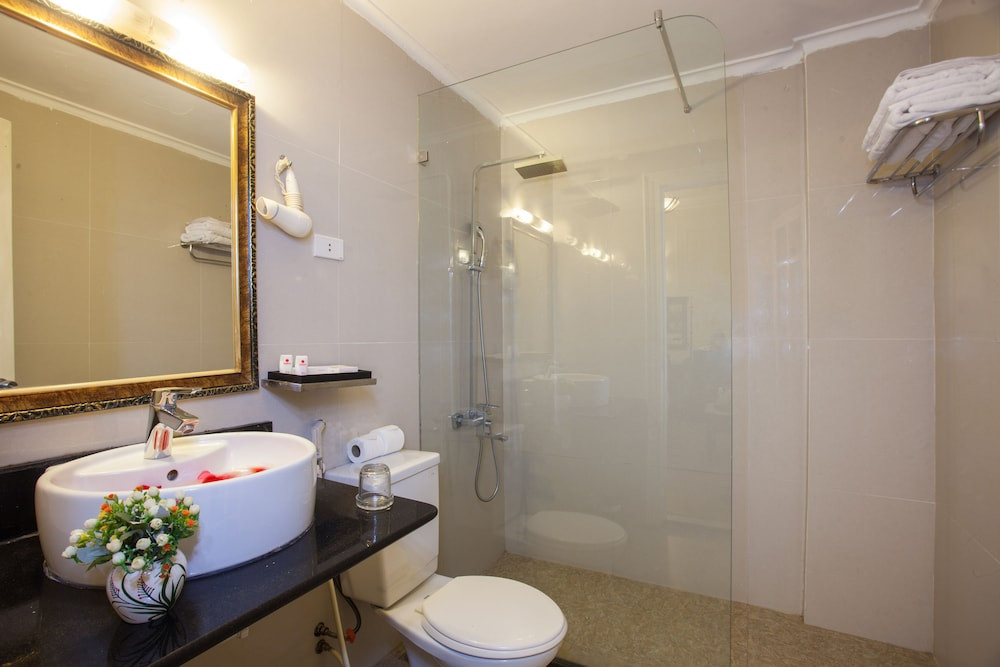 Bathroom, Helios Legend Hotel