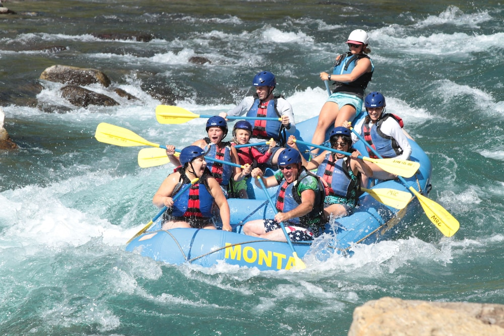 Rafting, Glacier Guides Lodge