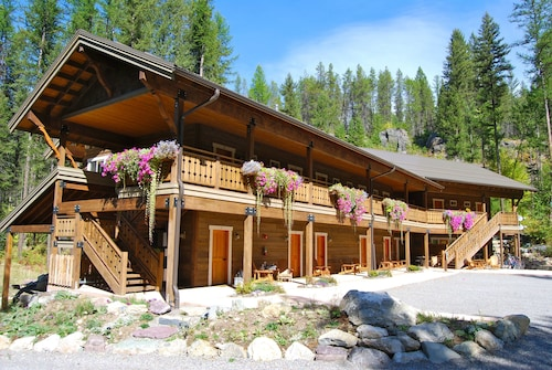 Glacier Guides Lodge