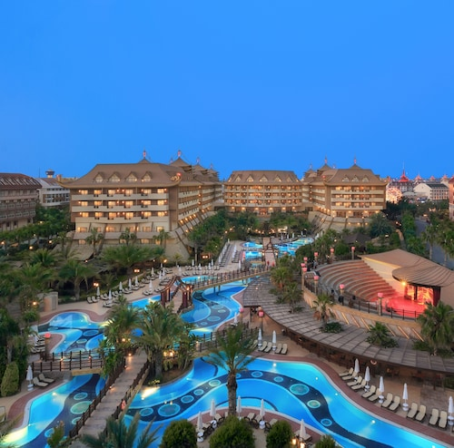 Royal Dragon Hotel – All Inclusive