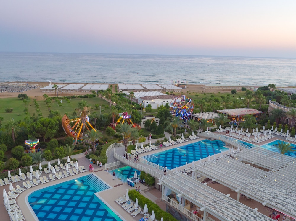 Outdoor Pool, Royal Alhambra Palace – All Inclusive
