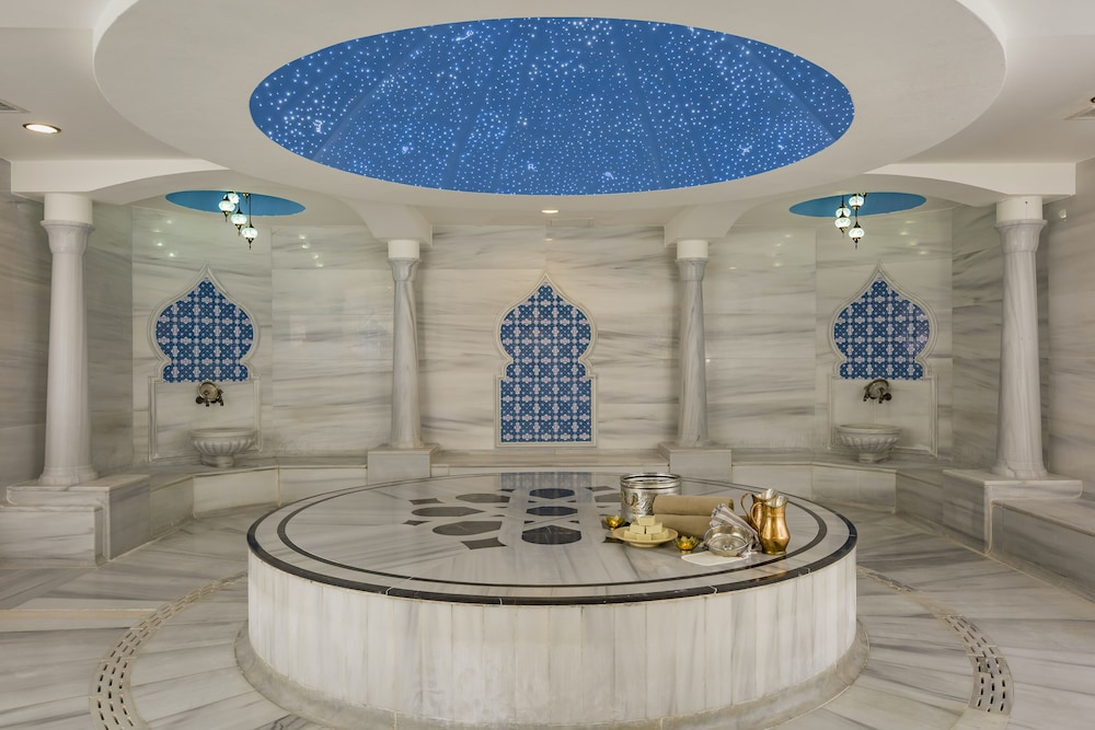 Turkish Bath, Royal Alhambra Palace – All Inclusive