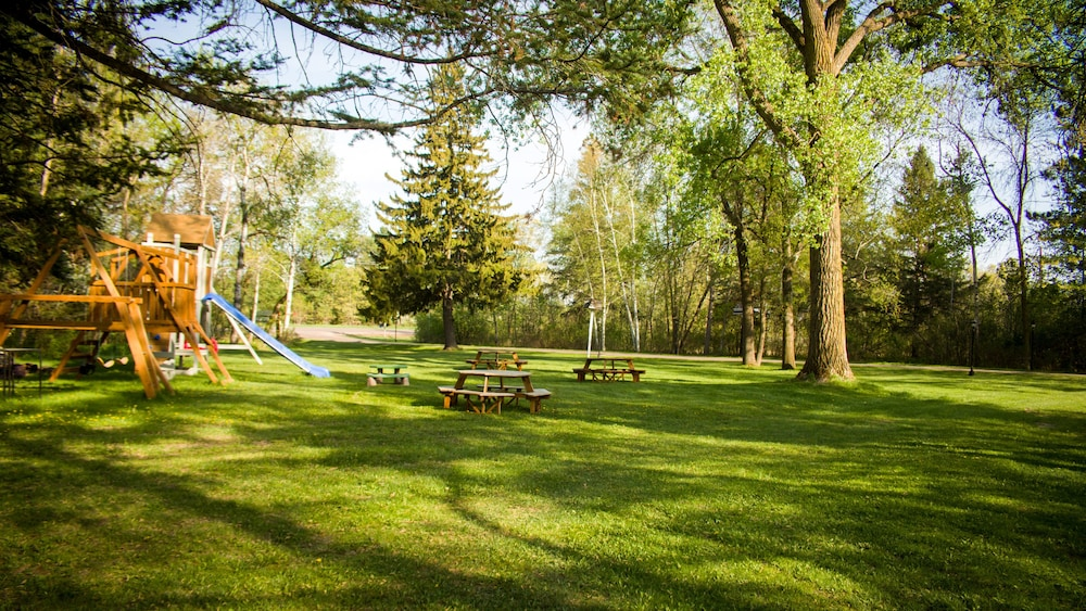 Children's Play Area - Outdoor, Curriers Lakeview Lodge