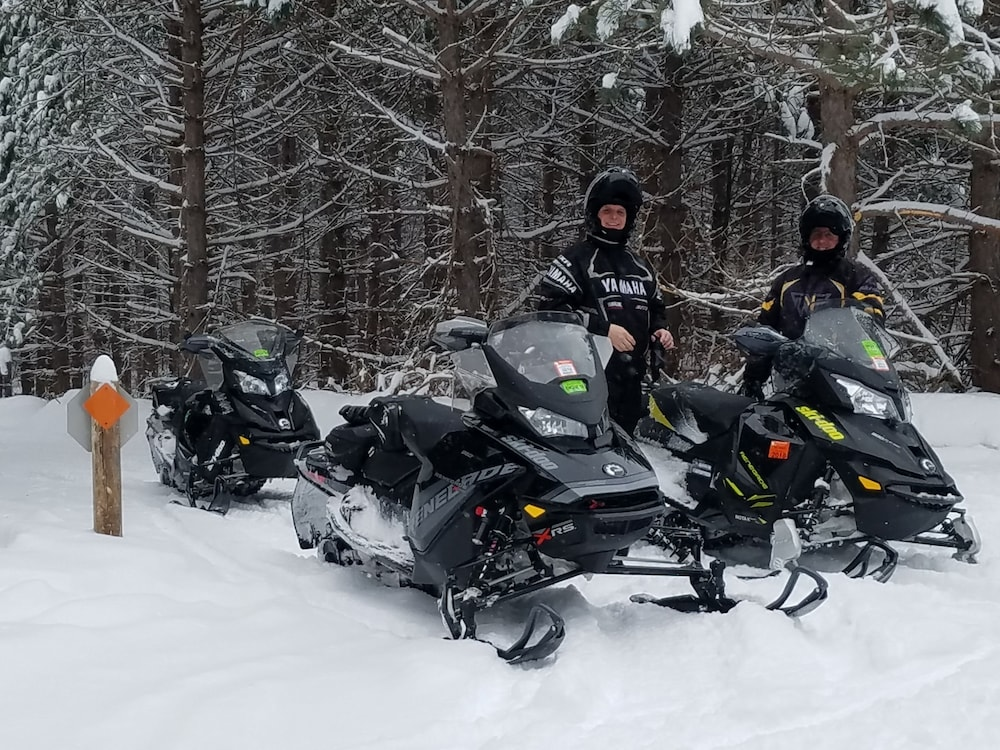 Snowmobiling, Curriers Lakeview Lodge