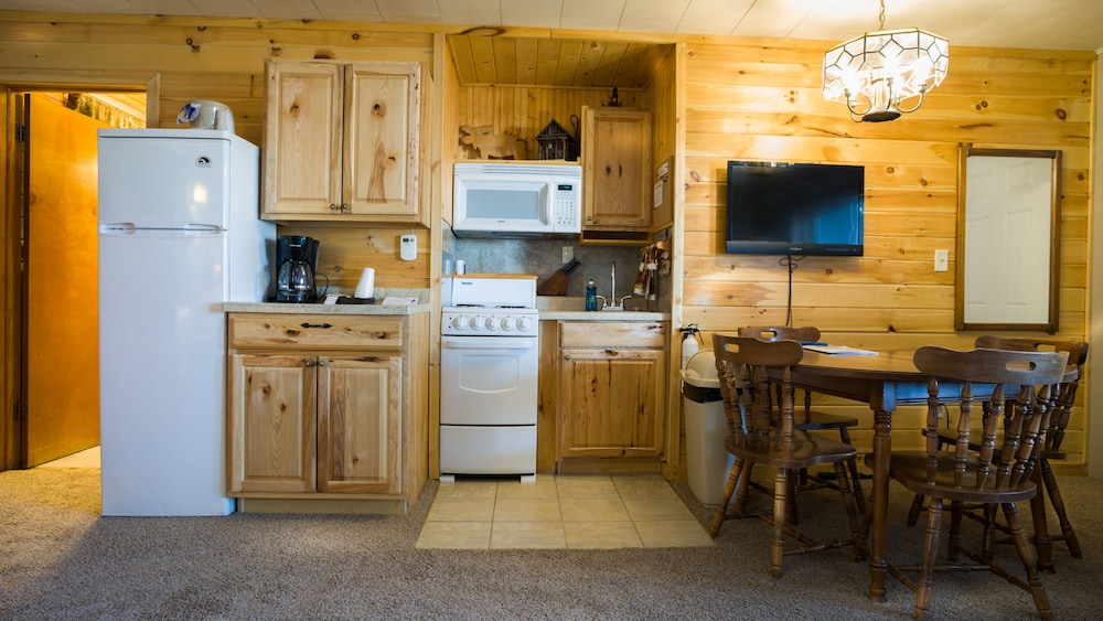 Private Kitchenette, Curriers Lakeview Lodge