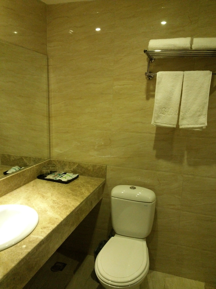 Bathroom, Ruijia Hotel Chengdu Airport